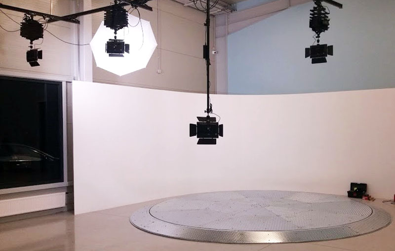 Fémrámpás személygépkocsi fordítókorong